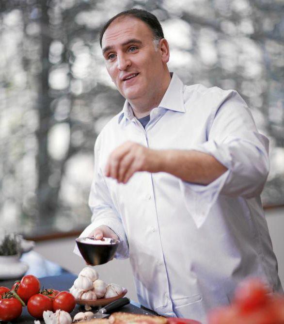 El chef josé Andrés estrenando su food trucks.