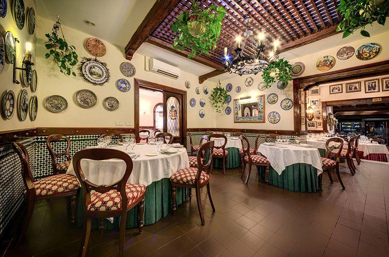 Comer en el Restaurante el faro.