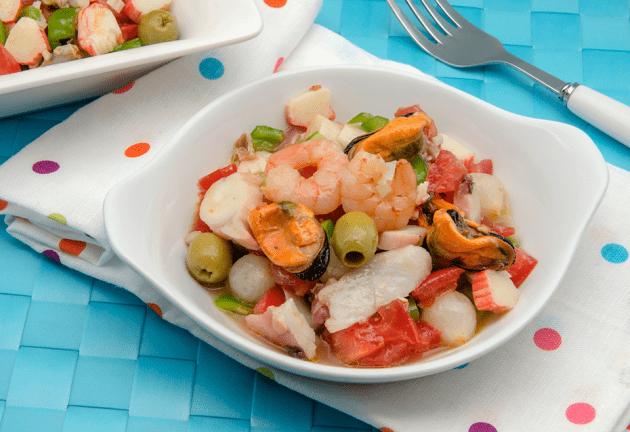 Comer el mejor salpicón de marisco en Cádiz.
