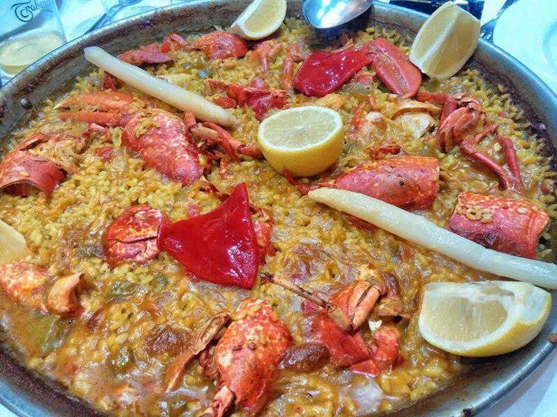 Comer en restaurante la Chalana un arroz de marisco.