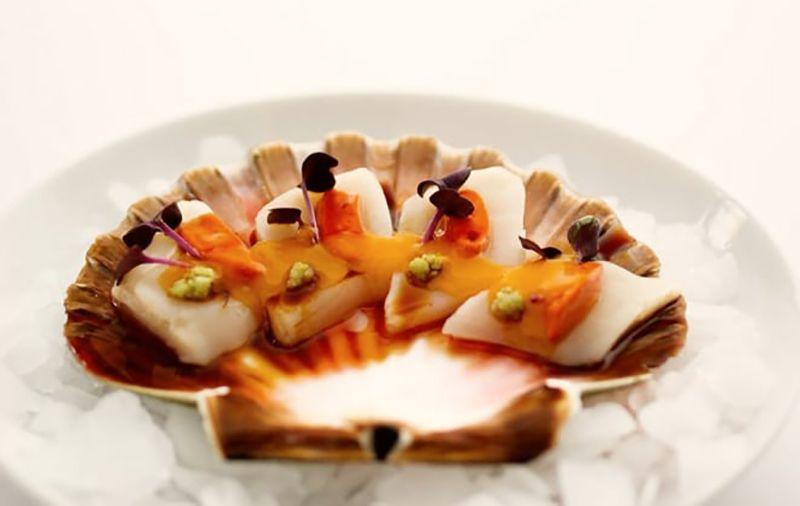 Comer platos marineros.
