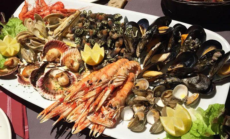 Comer marisco en Cancelo, Coruña
