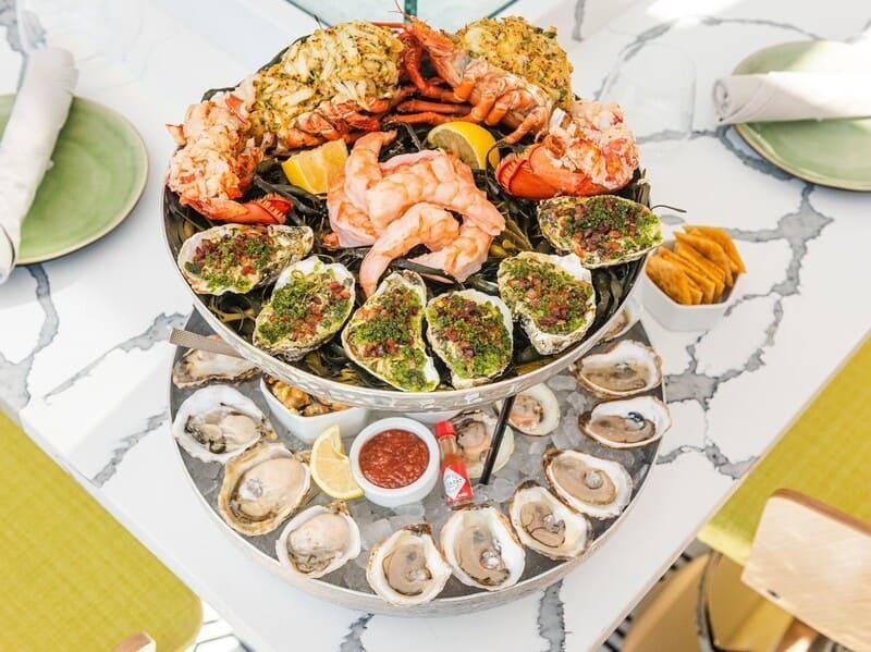 Mejillones, ostras, langostinos, almejas en Marisquerpia Arcade