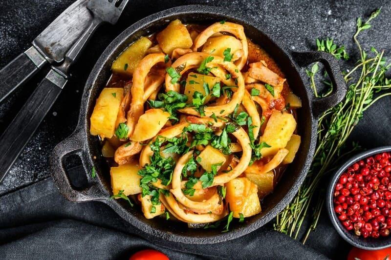 Patatas con calamares de Moesia en Palencia